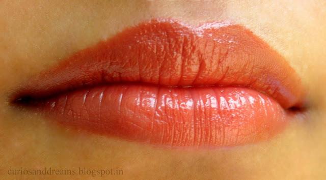 Revlon Super Lustrous Lipstick Chocolate Velvet Swatch
