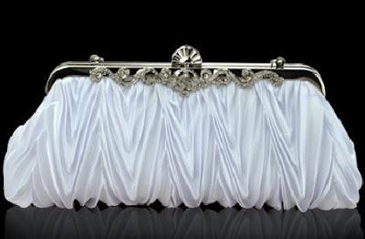 http://4.bp.blogspot.com/-Oe9KUSHO1WE/T_0fq54_AfI/AAAAAAAAAhE/xEt7ApQKayI/s400/Vintage+wedding+purse,+bridal+purse,+purse.jpg