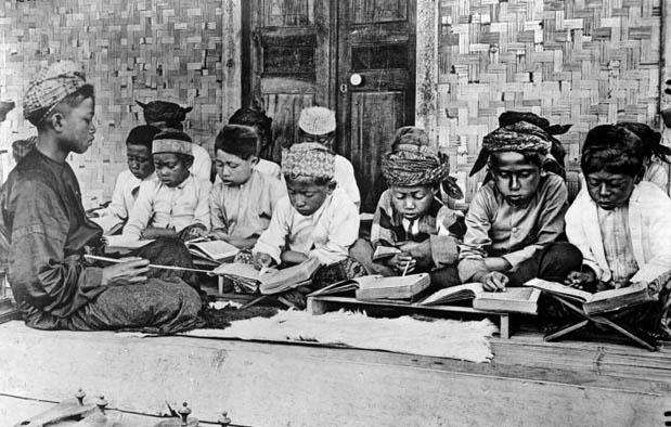wilayah Indonesia telah banyak didatangi oleh para pedagang dari aneka macam negara Sejarah Perkembangan Islam di Indonesia + Peta Penyebarannya