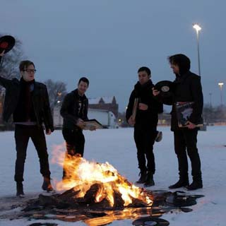 Fall Out Boy – My Songs Know What You Did In The Dark (Light Em Up) Lyrics | Letras | Lirik | Tekst | Text | Testo | Paroles - Source: emp3musicdownload.blogspot.com