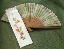 funda para abanico con flores bordada en cinta