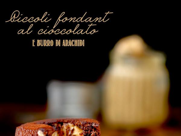 Piccoli fondant al cioccolato e burro di arachidi