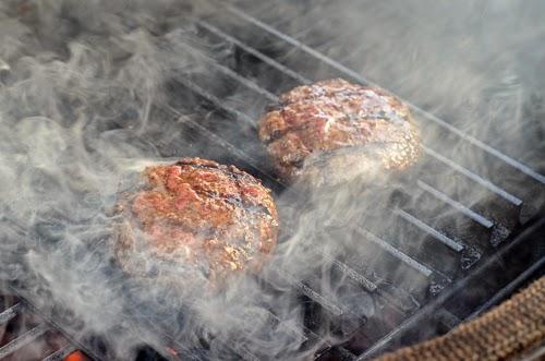 GrillGrates, burger, kamado