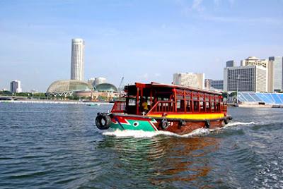 bumboaut, perjalanan sungai, menelusuri sungai singapore, naik perahu, tempat wisata di singapore, jalan jalan di singapore, singapura