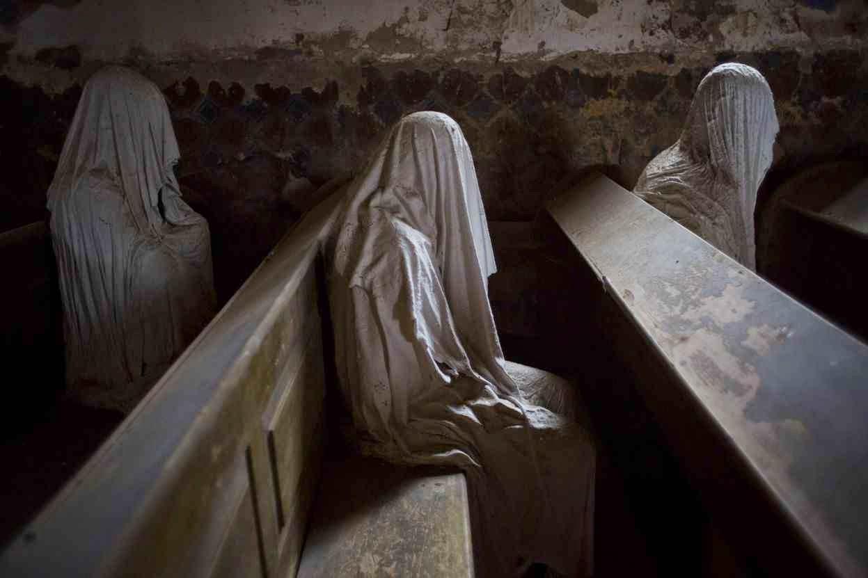 Abandono das igrejas na Republica Checa inspirou esta 'obra de arte' de pesadelo de Jakub Hadrava.