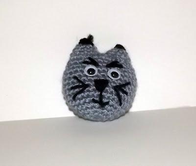 gato amigurumi broche
