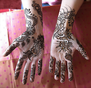 This Mehndi Design can be use for Eid Specially because it show the happiness