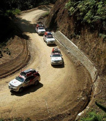 Foto Fortuner SUV Terbaik di Pegunungan
