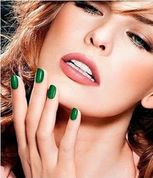 tendencias manicura uñas verde esmeralda