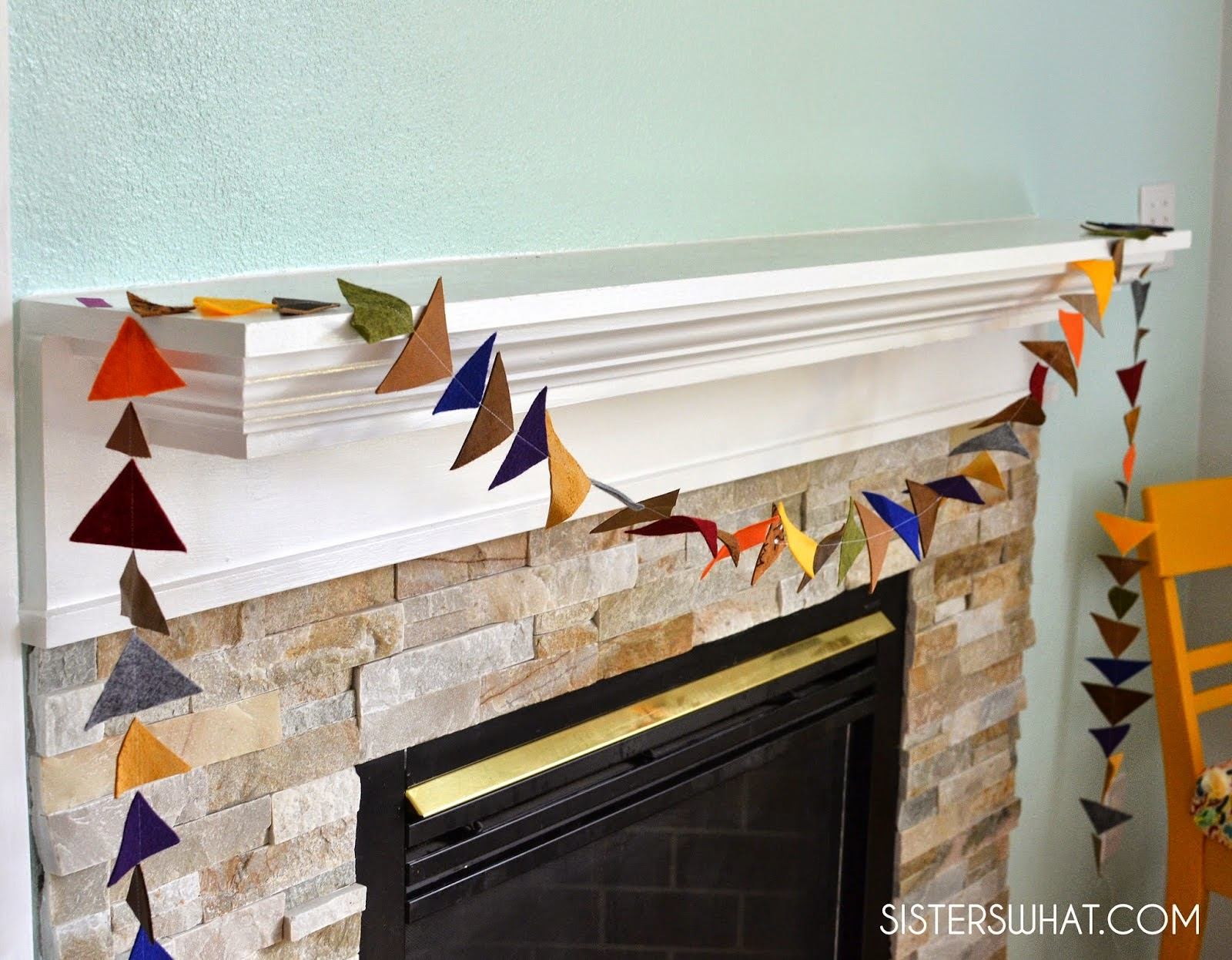 http://www.sisterswhat.com/2015/03/diy-felt-and-leather-triangle-garland.html