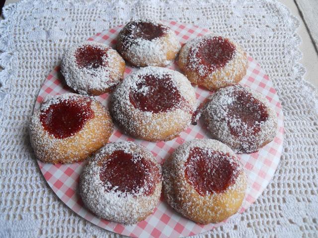 biscotti al burro con marmellata di fragole...per un dolce risveglio di settembre