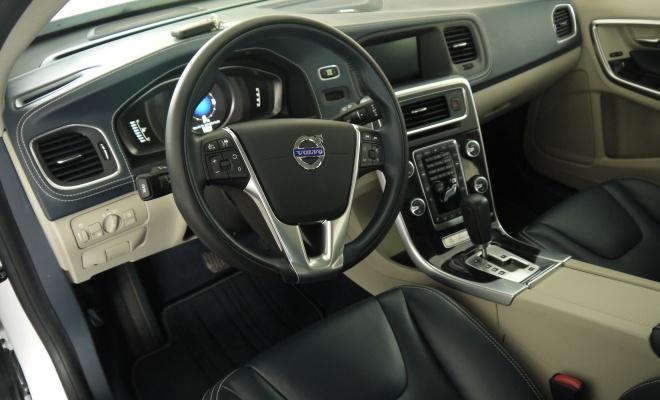 Volvo V60 PHEV interior