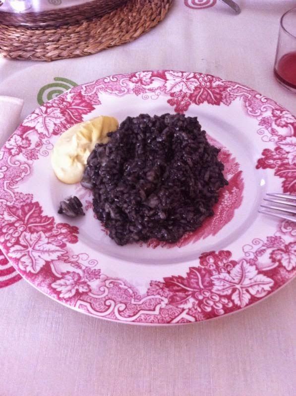 http://lashermanasyunamarx.blogspot.com.es/2014/08/arroz-negro-con-sepia-y-alioli.html