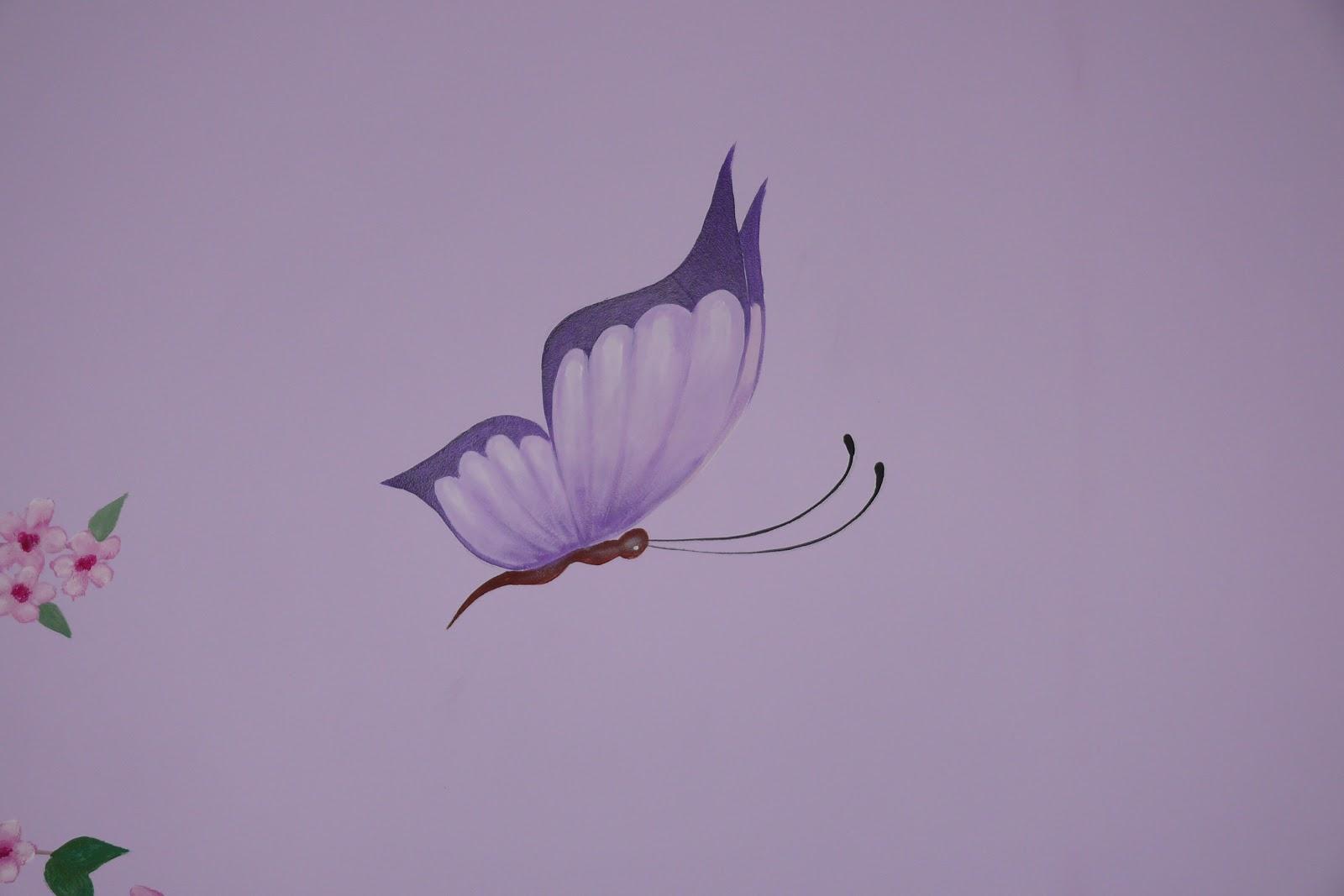 Malowanie motyli na ścianie w pokoju dziewczynki, malowany motyl na ścianie