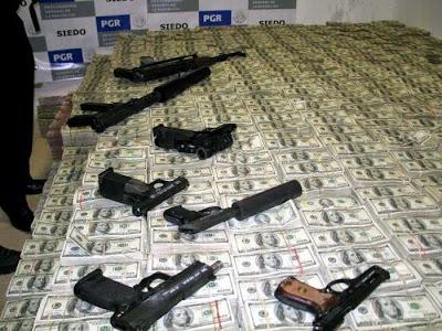 Las armas estaban escondidas por toda la casa, junto con mucha munición, solo en caso de problemas.