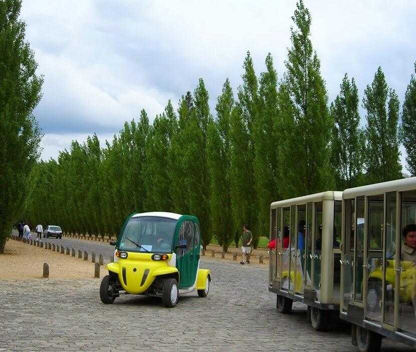 Trenzinho que leva as pessoas nos locais dentro de Versailles