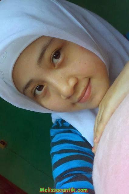 Cewek ABG Cantik Berjilbab di Facebook