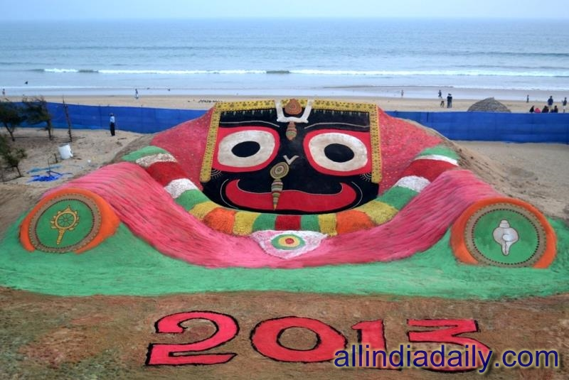 On the Occasion of New year Sudarsan Pattnaik have created World's biggest sand Jagannath at Puri beach