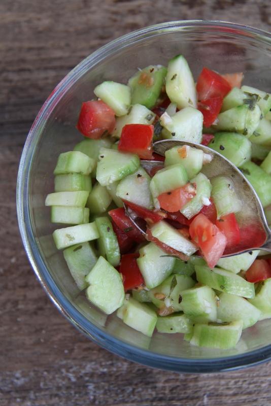 Surówka z ogórka i pomidora