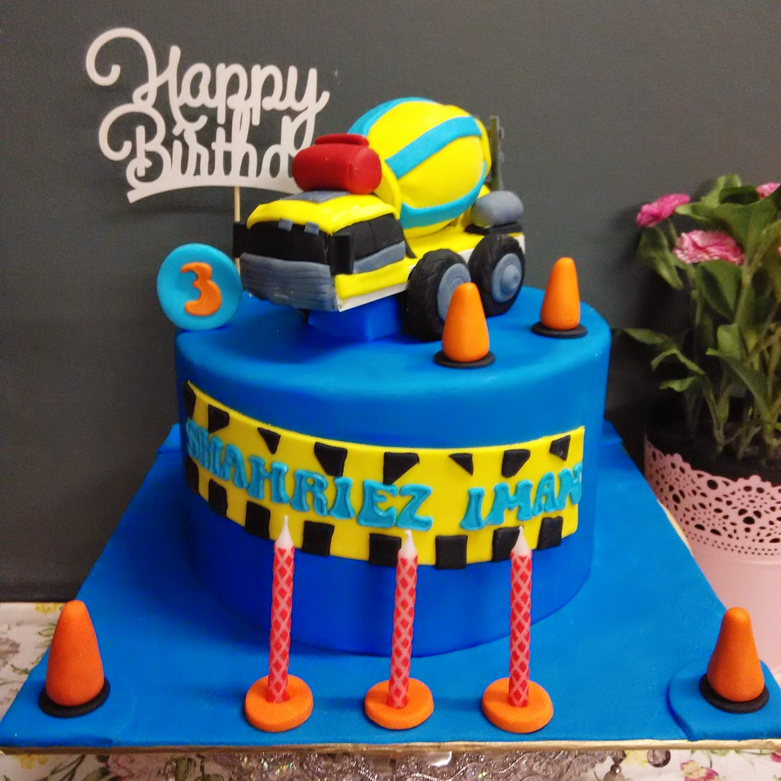 ~Cupcakes At Putrajaya~: MIXER TRUCK FONDANT BIRTHDAY CAKE