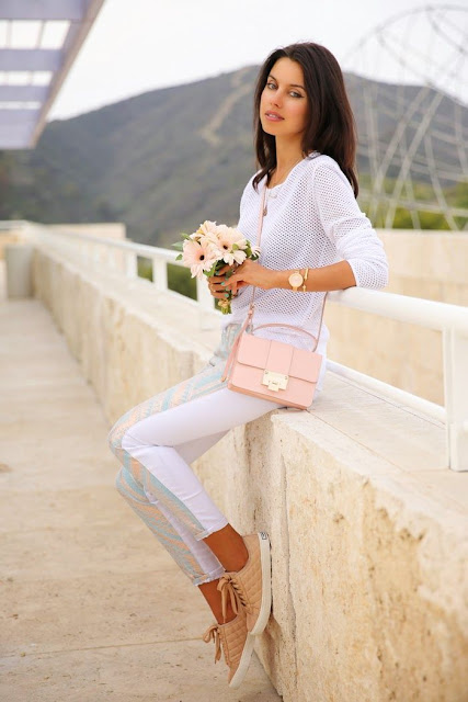 Viva Luxury in white with a light pink handbag