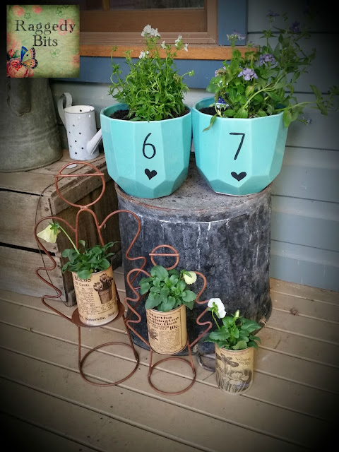 DIY Numbered House Pots | www.raggedy-bits.com