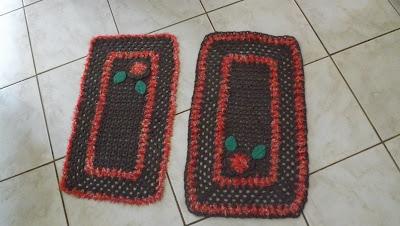 Tapete de crochê em barbante retangular com duas cores