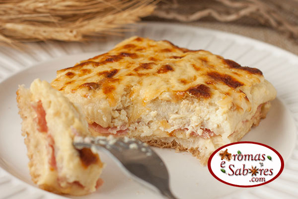 sanduiche de forno de queijo e presunto