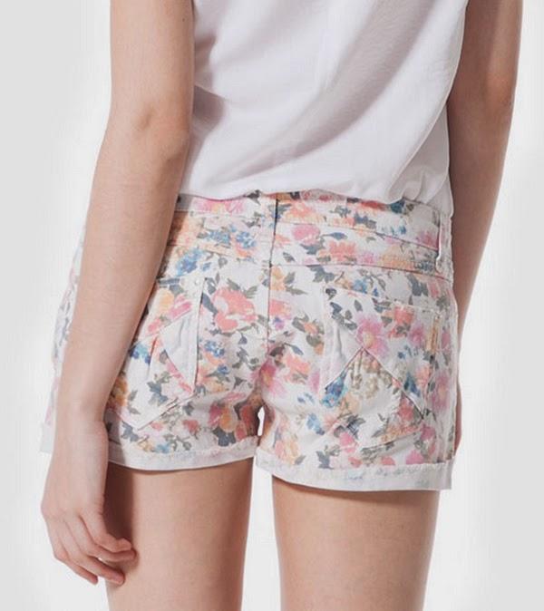Shorts flores stradivarius