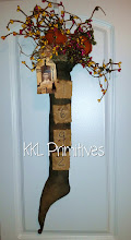 PRIMITIVE 1692 WITCH STOCKING DOOR GREETER