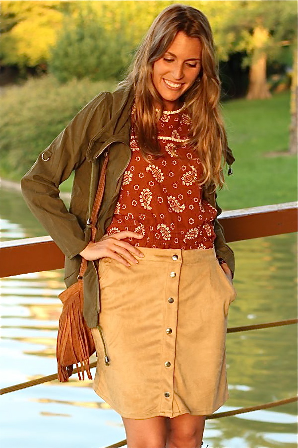 falda camel con botones