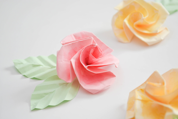 DIY Origami Flower Curtain For A Whimsical Spin To Your Decor Craft Doodle
