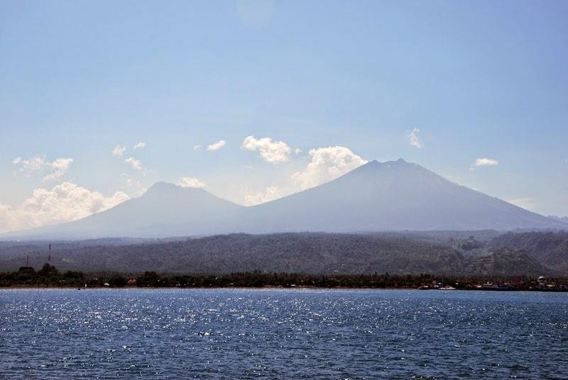 Ferry Java Bali plage mer volcans