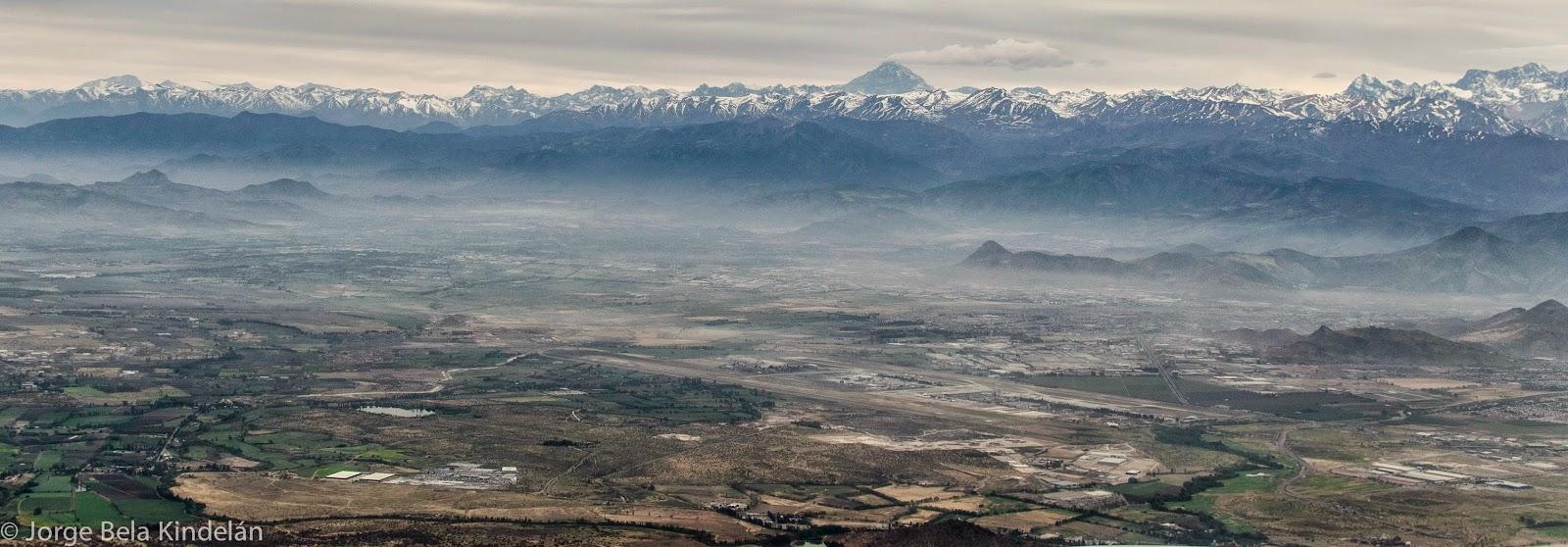 Cordillera de Santiago vista desde el aire Foto: Jorge Bela