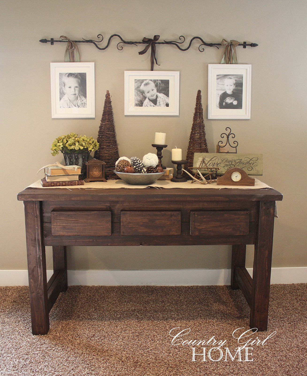 Sofa table decorating ideas decorating ideas for Table design ideas