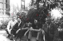 PROFESORES EN JARDIN EXTERIOR MAYO 1965