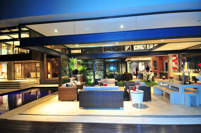 Casas minimalistas y modernas quinchos modernos for Casa minimalista con quincho