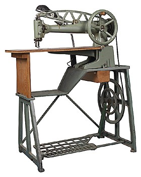 who invented the sewing machine during the industrial revolution