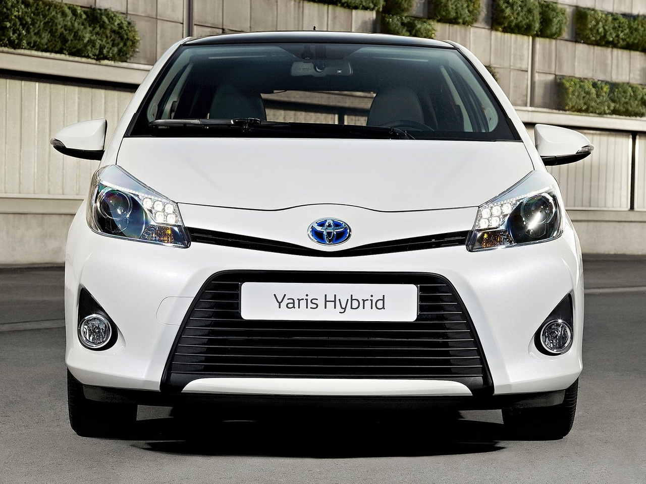 sporty design toyota yaris hybrid