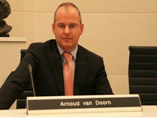 """Mengapa Arnoud Van Doorn pembuat film """"fitnah"""" Masuk Islam? Ini Kisahnya"""