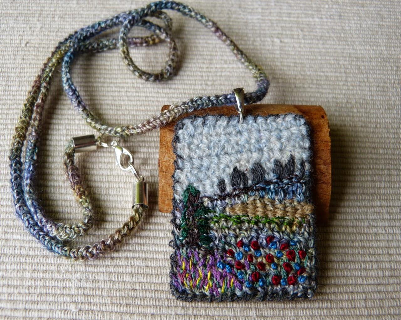 Textile arts, handmade necklace, biżuteria z dzianiny, naszyjnik na szydełku, szydełkowy naszyjnik, crochet, crocheting,