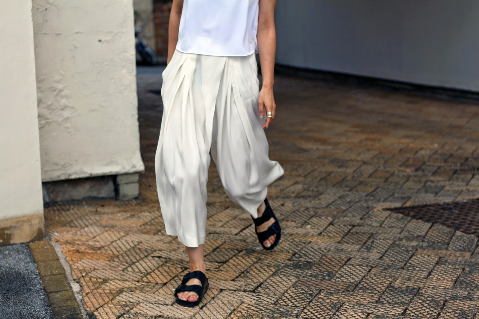 I'M WEARING ZARA CROPPED PALAZZO PANTS AND BIRKENSTOCKS 2014