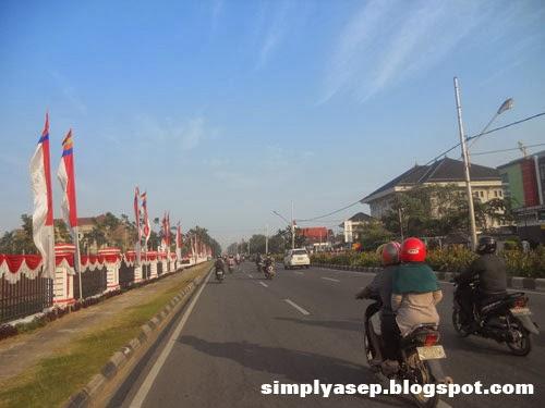 Lintasan Jalan Ahmad Yani Pontianak. Foto Asep Haryono