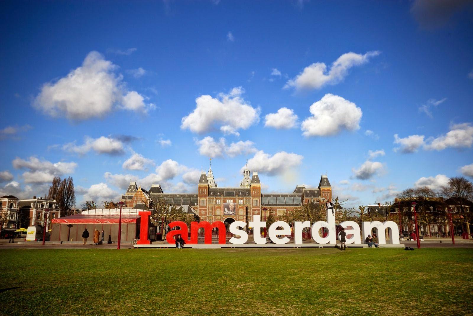 скульптурные буквы в Амстердаме