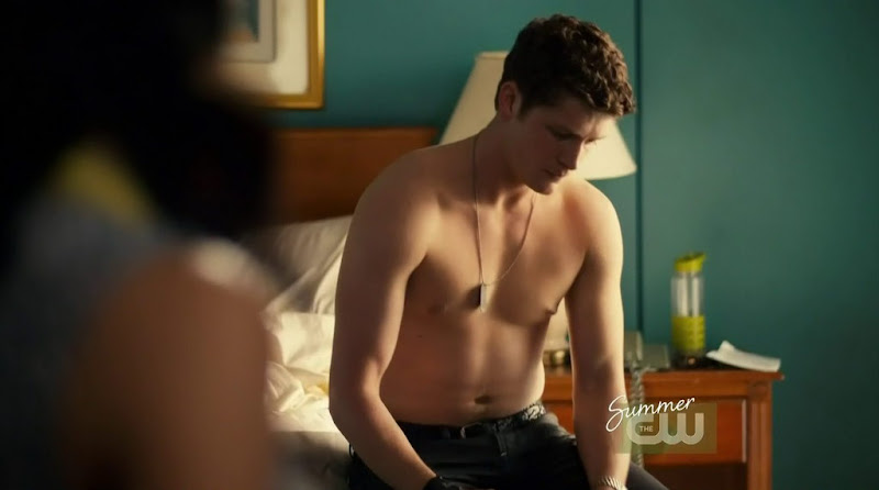 Brett Dier Shirtless in the L.A. Complex s2e06