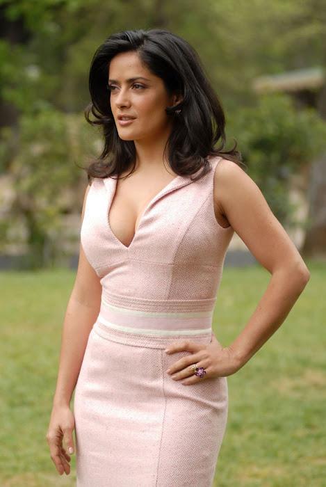 salma hayek cleavege  actress pics