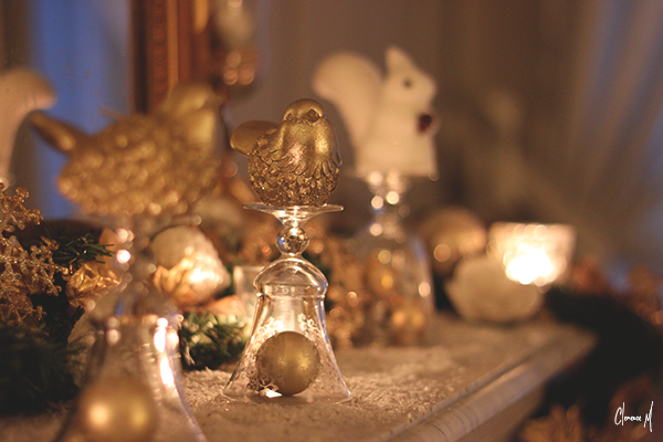 déco noël cheminée bougies doré forêt