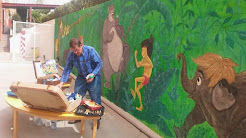 Pintando un mural para los niños...