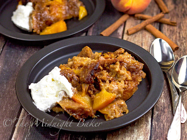 Slow Cooker Peach Cobbler | bakeatmidnite.com | #slowcooker #crockpot #peaches #desserts
