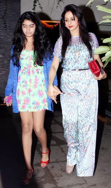 sridevi with her daughter hot hd thigh wallpapers